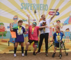Superhero Tri Team Jonnie Peacock with Daisy on Podium